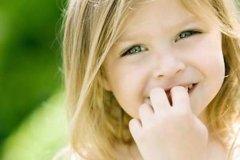 Как отучить ребенка от привычки грызть ногти?