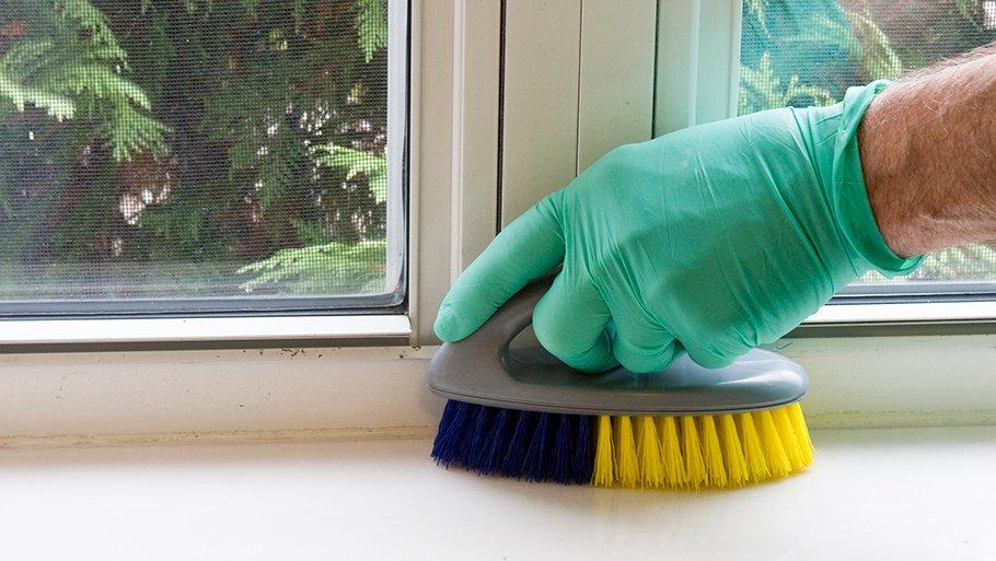 Как убрать клей от наклейки с пластика, чем отмыть? 66