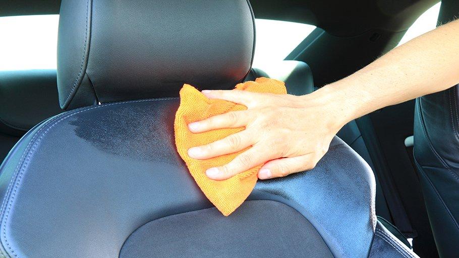 Чем очистить сиденья автомобиля от пятен в домашних условиях 689