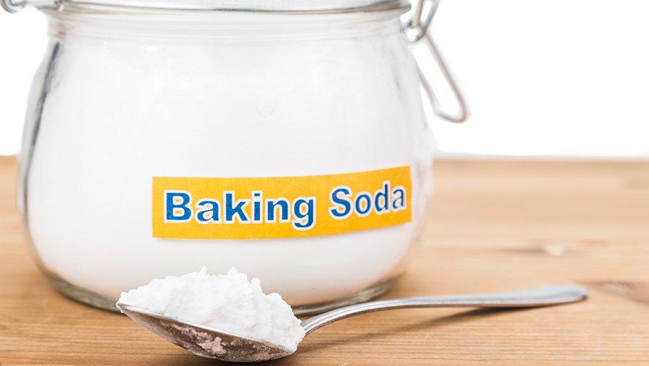 Какие пятна можно вывести содой: советы хозяйкам