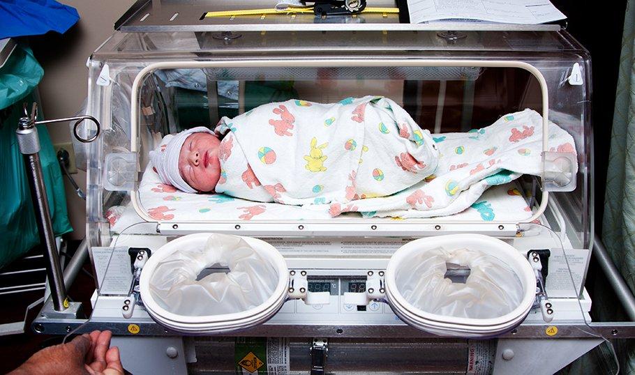 Сепсис новорожденных: причины, симптомы, лечение
