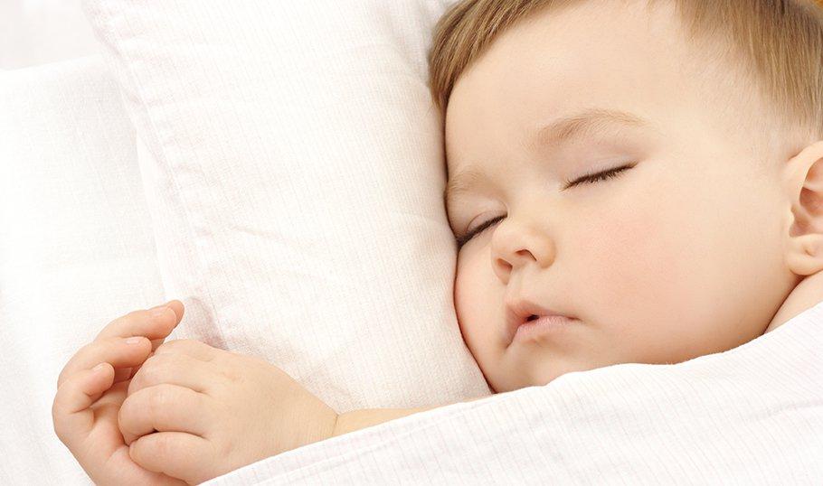 Почему сильно потеет ребенок при засыпании